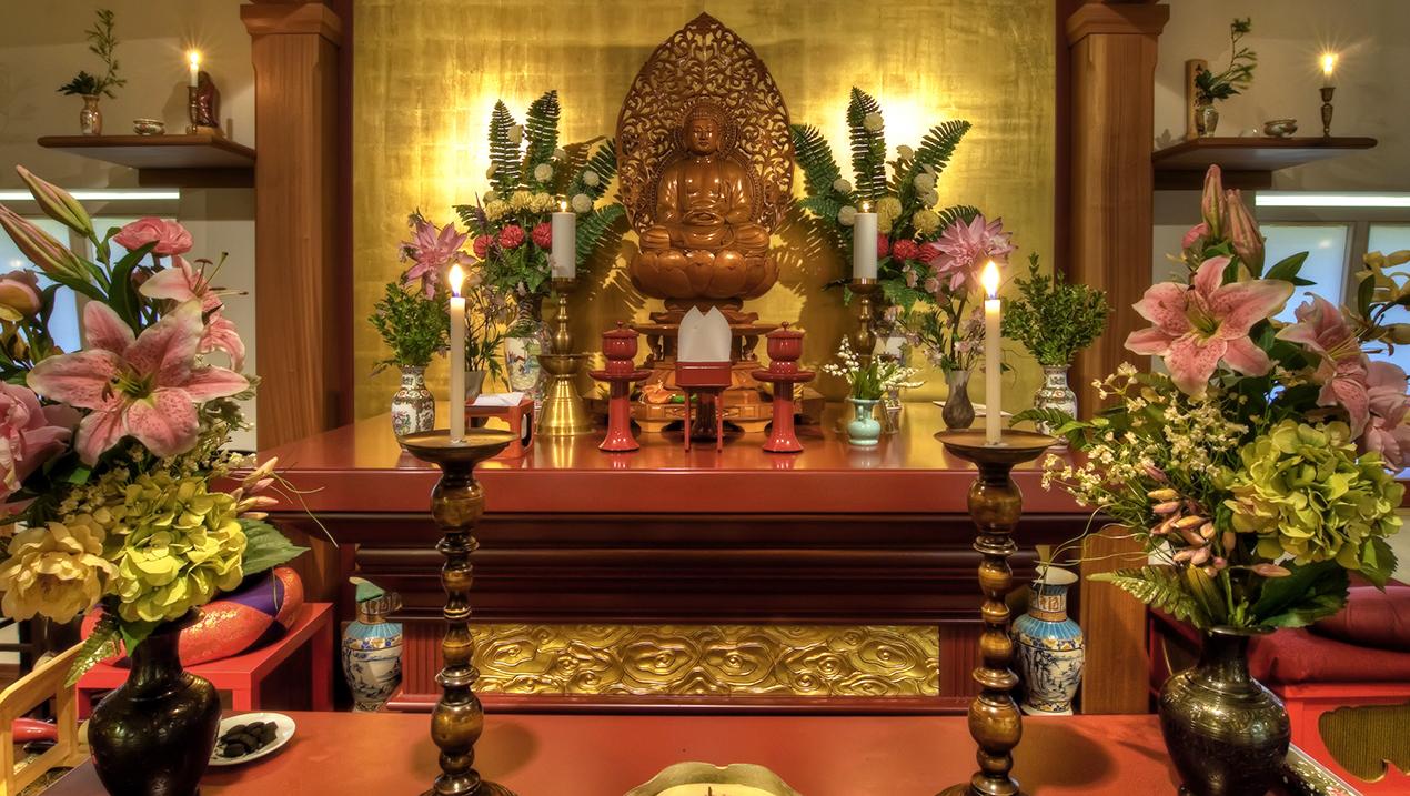 Świątynia Sanboin należy do japońskiej tradycji Zen Sōtō. Na stronie znajdują się informacje zarówno o samej świątyni, jak i o tradycji, z jakiej się wywodzi.